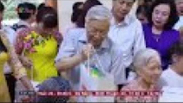 Tổng bí thư Nguyễn Phú Trọng thăm người có công với đất nước