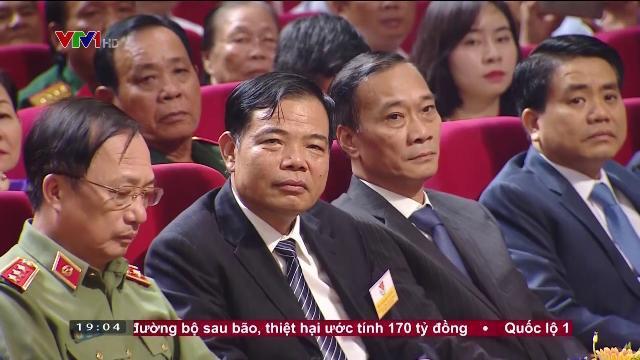 Thủ tướng Nguyễn Xuân Phúc tại hội nghị biểu dương người có công với cách mạng