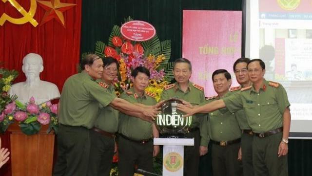 Bộ trưởng Tô Lâm nhấn nút khai trương Trang Thông tin điện tử tổng hợp phong trào toàn dân bảo vệ an ninh Tổ quốc
