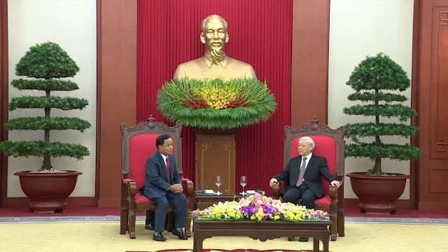 Tổng Bí thư Nguyễn Phú Trọng tiếp Đoàn đại biểu Văn phòng TƯ Đảng Nhân dân Cách mạng Lào