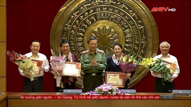 Chủ tịch Quốc hội Nguyễn Thị Kim Ngân làm việc với Đảng ủy Công an Trung ương