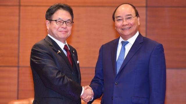 Thủ tướng Nguyễn Xuân Phúc tiếp Bộ trưởng kinh tế, thương mại và công nghiệp Nhật Bản