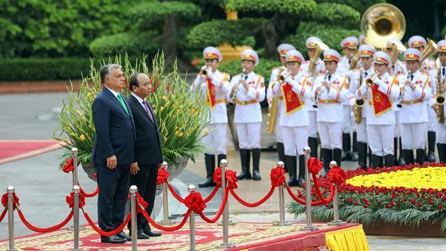 Thủ tướng Nguyễn Xuân Phúc tiếp Thủ tướng Hungary thăm chính thức Việt Nam