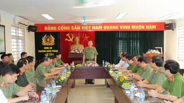 Bộ trưởng Tô Lâm kiểm tra công tác tại Công an phường Quán Thánh