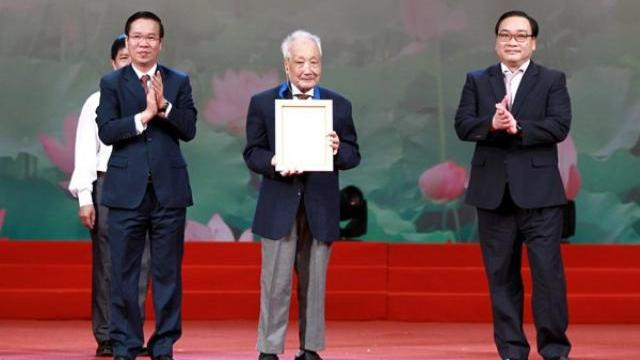 Ông Võ Văn Thưởng vinh danh 10 công dân thủ đô ưu tú năm 2017