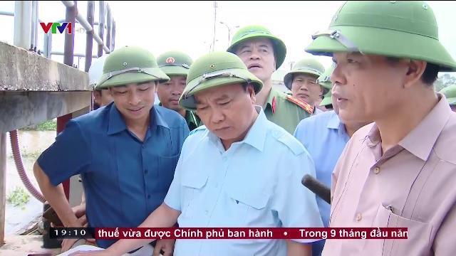 Thủ tướng Nguyễn Xuân Phúc thị sát tình hình mưa lũ tại Ninh Bình