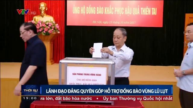 Lãnh đạo Đảng quyên góp hỗ trợ đồng bào vùng lũ lụt