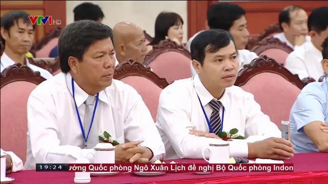 Tổng bí thư Nguyễn Phú Tọng gặp các nông dân xuất sắc trong 30 năm đổi mới