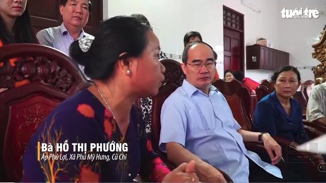 Bí thư Nguyễn Thiện Nhân nghe dân kể khó khăn về chuyện nuôi heo