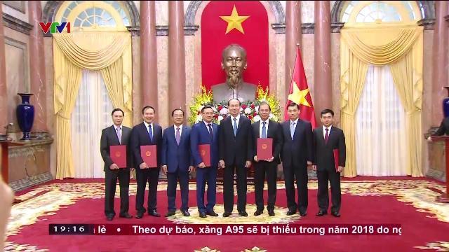 Chủ tịch nước Trần Đại Quang trao quyết định phong hàm đại sứ