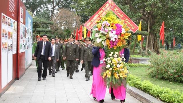 Bộ trưởng Tô Lâm dâng hương tại Khu di tích Kim Liên và Nhà tưởng niệm Bộ trưởng Trần Quốc Hoàn