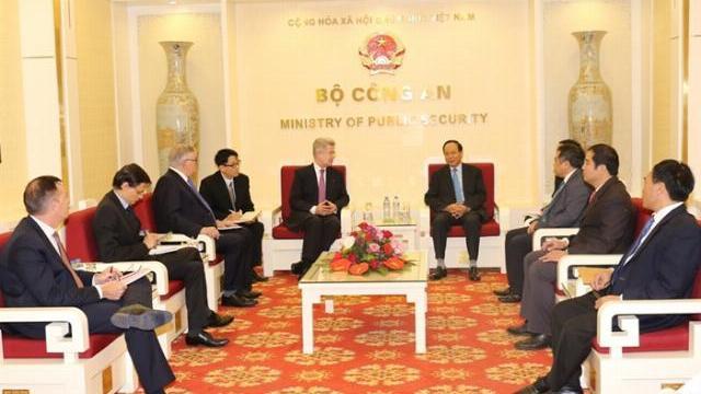 Thứ trưởng Lê Quý Vương làm việc với Đại sứ quán Pháp