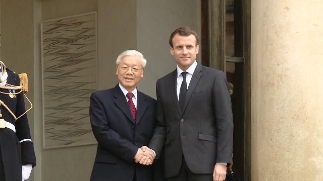 Tổng Bí thư Nguyễn Phú Trọng hội đàm với Tổng thống Pháp và chứng kiến Lễ ký kết văn kiện hợp tác