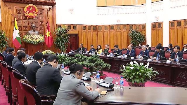 Thủ tướng Nguyễn Xuân Phúc hội đàm với Cố vấn Nhà nước Cộng hòa Liên bang Myanmar