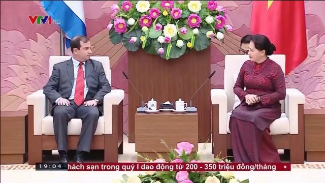 CTQH Nguyễn Thị Kim Ngân nhận huân chương đoàn kết của Cuba