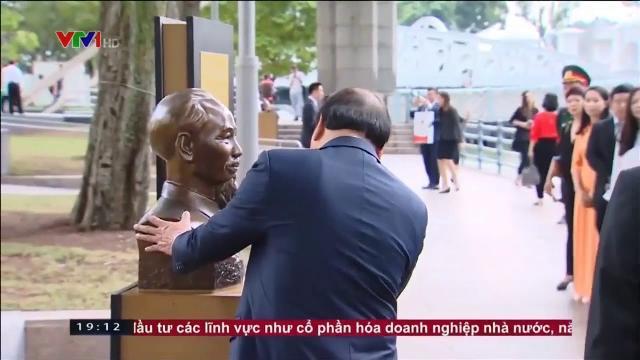 Thủ tướng Nguyễn Xuân Phúc dâng hoa tưởng nhớ Chủ tịch Hồ Chí Minh