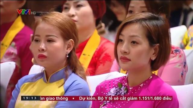 Thủ tướng Nguyễn Xuân Phúc gặp cộng đồng Việt Nam tại Singapore