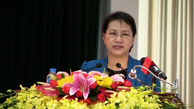 Chủ tịch Quốc hội tiếp xúc cử tri Công an TP Cần Thơ