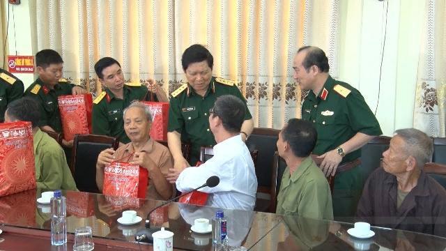 Đại tướng Ngô Xuân Lịch tiếp xúc cử tri tại Hà Nam
