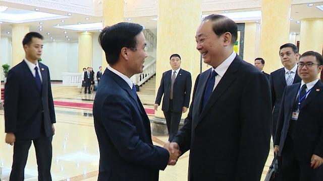Đồng chí Võ Văn Thưởng hội đàm với đồng chí Hoàng Khôn Minh