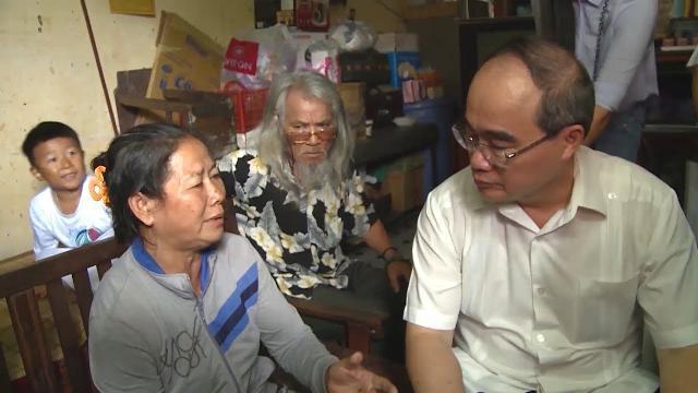 Bí thư Thành ủy TP Hồ Chí Minh thăm người dân Thủ Thiêm
