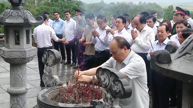 Thủ tướng dâng hương tại Khu di tích cố Tổng Bí thư Trần Phú và làm việc tại huyện Đức Thọ, Hà Tĩnh
