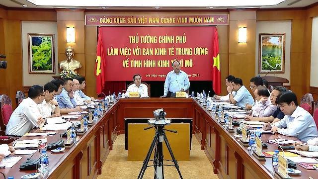 Thủ tướng làm việc với Ban Kinh tế Trung ương về tình hình kinh tế vĩ mô