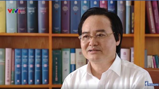 Bộ trưởng Bộ Giáo dục & đào tạo Phùng Xuân Nhạ trả lời phỏng vấn của VTV
