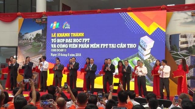 Thủ tướng Nguyễn Xuân Phúc đến thăm và làm việc với Trường Đại học Cần Thơ