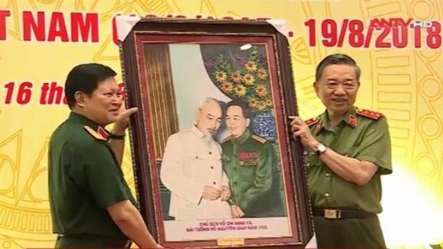 Bộ Công an - Bộ Quốc phòng gặp mặt kỷ niệm 73 năm Ngày truyền thống CAND