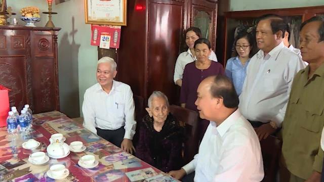 Thủ tướng Nguyễn Xuân Phúc thăm Mẹ Việt Nam Anh hùng tại Bình Phước