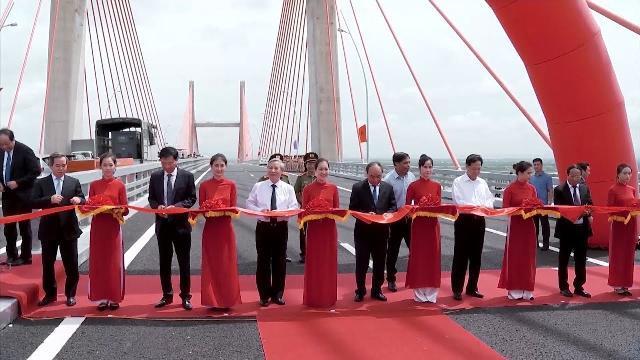 Thủ tướng dự Lễ khánh thành thông xe đường cao tốc Hạ Long - Hải Phòng