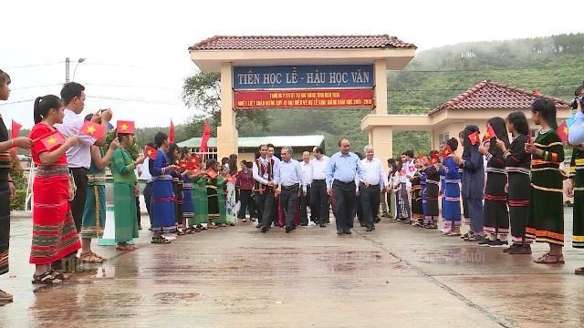 Thủ tướng Nguyễn Xuân Phúc dự khai giảng năm học mới tại huyện Tu Mơ Rông, tỉnh Kon Tum