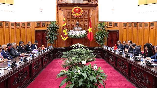 Thủ tướng Nguyễn Xuân Phúc tiếp Thủ tướng Sri Lanka Ranil Wickremesinghe