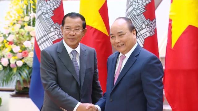 Thủ tướng Nguyễn Xuân Phúc tiếp Thủ tướng Campuchia