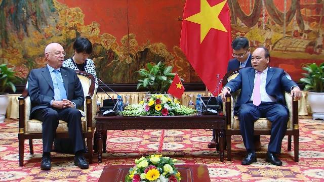 Thủ tướng Nguyễn Xuân Phúc tiếp Chủ tịch Điều hành Diễn đàn Kinh tế thế giới (WEF)