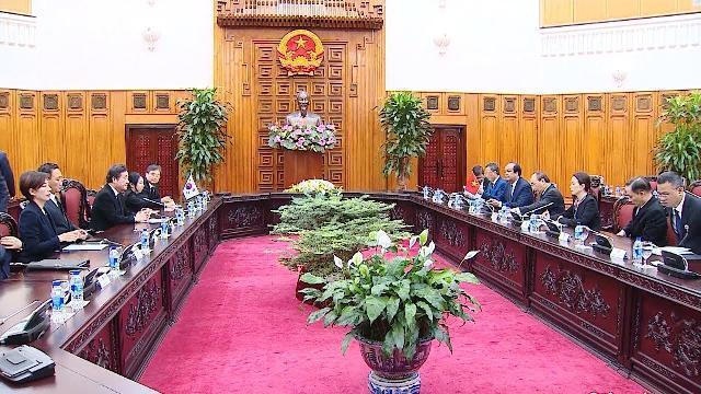 Thủ tướng Nguyễn Xuân Phúc tiếp Thủ tướng Hàn Quốc