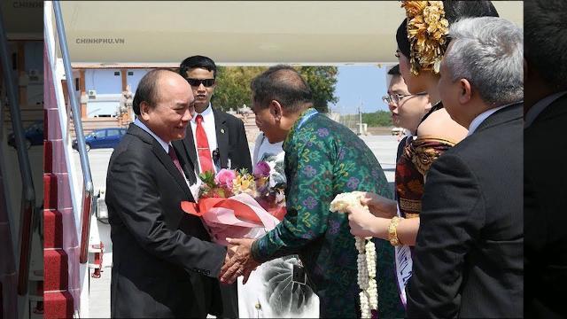 Thủ tướng Nguyễn Xuân Phúc đến Indonesia, bắt đầu dự Cuộc gặp các nhà Lãnh đạo ASEAN | THND