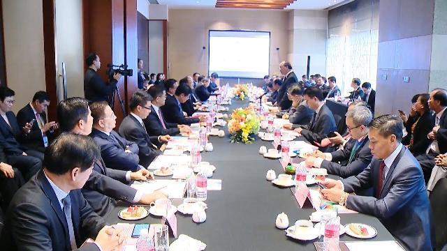 Thủ tướng tọa đàm với các tập đoàn hàng đầu Trung Quốc