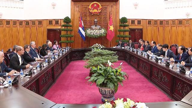 Thủ tướng Chính phủ tiếp Chủ tịch Hội đồng Nhà nước và Hội đồng Bộ trưởng Cuba