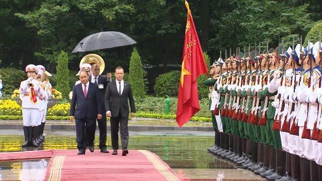 Thủ tướng Nguyễn Xuân Phúc chủ trì Lễ đón Thủ tướng Nga Dmitry Anatolyevich Medvedev