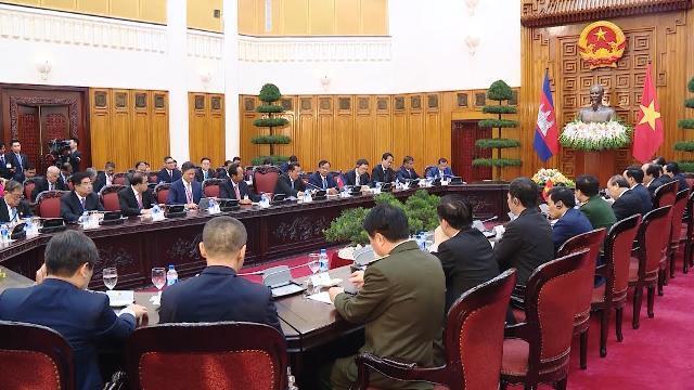 Thủ tướng Nguyễn Xuân Phúc đón và hội đàm với Thủ tướng Campuchia
