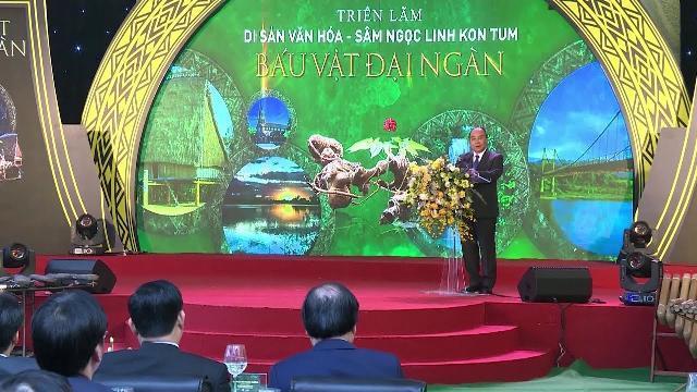 Thủ tướng dự Triển lãm sâm Ngọc Linh