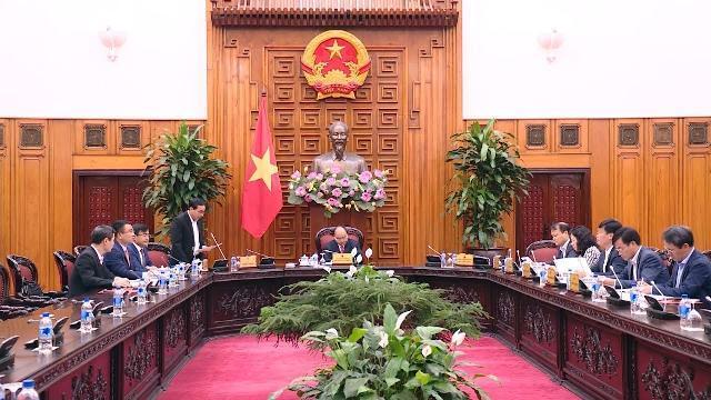 Thủ tướng họp với một số bộ ban ngành và đại diện các doanh nghiệp ô tô
