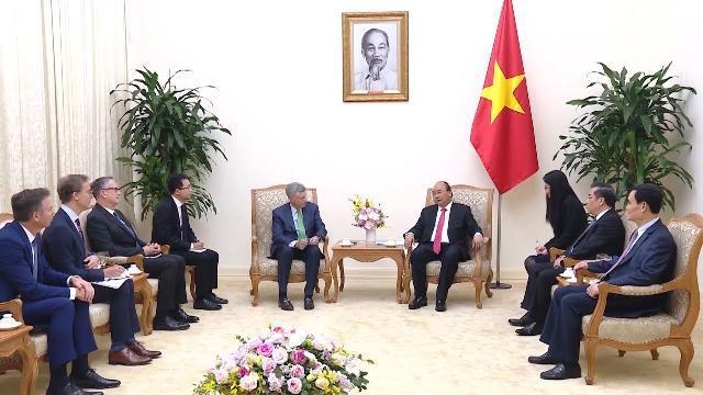 Thủ tướng Nguyễn Xuân Phúc tiếp Tổng Giám đốc điều hành Tập đoàn Visa, Hoa Kỳ