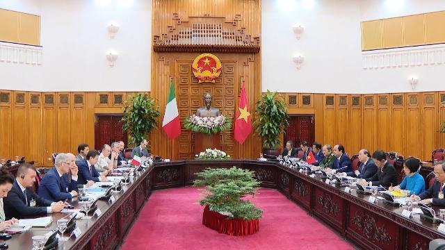 Thủ tướng Nguyễn Xuân Phúc đón và hội đàm với Thủ tướng Italy