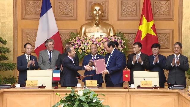 Thủ tướng chứng kiến Lễ ký kết hợp tác về xây dựng Chính phủ điện tử