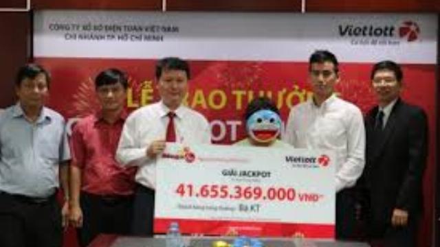 Nữ khách hàng Lâm Đồng nhận giải xổ số hơn 41 tỷ đồng