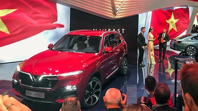 'VinFast ra mắt xe cao cấp, nhưng sẽ bán xe giá thấp ở VN'