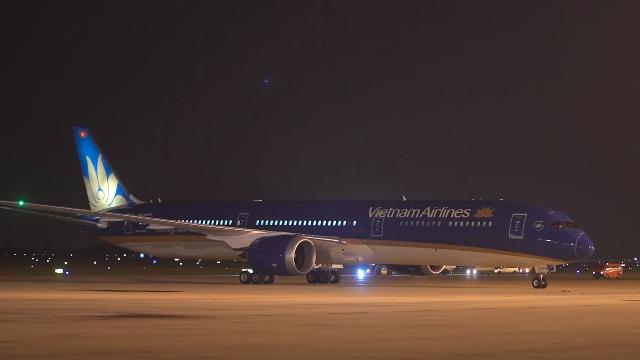 Máy bay lớn nhất Việt Nam vừa hạ cánh xuống Nội Bài